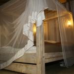 Safaritent slaapkamer met hemelbed van Glamping4all