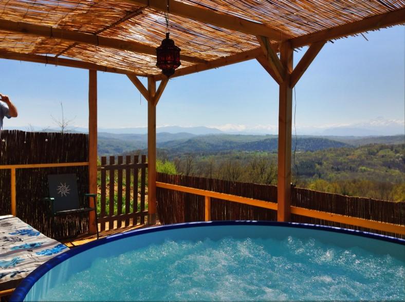 Toubies luxe safaritent met eigen zwembad uitzicht op pyreneen - Bedekte pergola ...