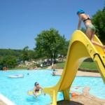 Zwembad met kinderglijbaan bij Camping Barco Reale