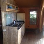 Safaritent 4 personen van Glamping4all keuken