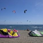 Kitesurfen op strand in de omgeving van Camping Capalbio