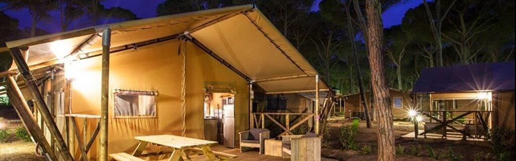 Glamping in luxe safaritent met badkamer voor 2 tot 8 personen