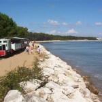 Les Pins treintje naar strand