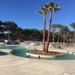 Nieuwe kinderzwembad op Cypsela met mooie palmboom