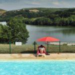 Dordogne Lac du Causse zwembad op camping met uitzicht op meer