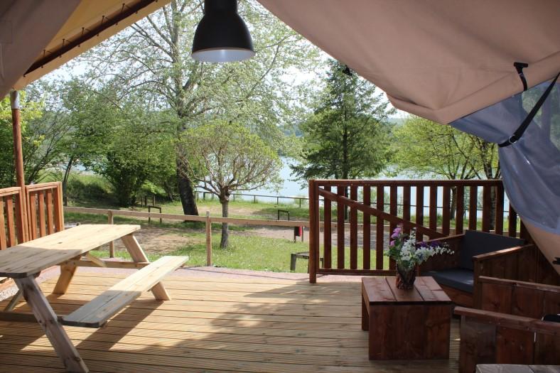 Lac du Causse Safaritent 4 persoons uitzicht over het meer