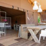 Desert Lodge buiten en binnen