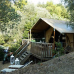 Glamping Resort Vallicella Safari lodge zijkant buiten