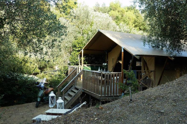 Camping Blucamp Safari lodge zijkant buiten