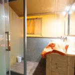 Badkamer safaritent le Vieux Port 8pers, apart toilet
