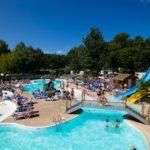 Camping Lou Pignada Zwembad met ligbedden