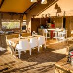 Desert Lodge keuken en terras
