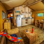 Ecoluxe Lodge camping Le Vieux Port 5p zithoek en tafel