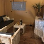Luxury Lodge 40 zithoek binnen naast slaapkamer