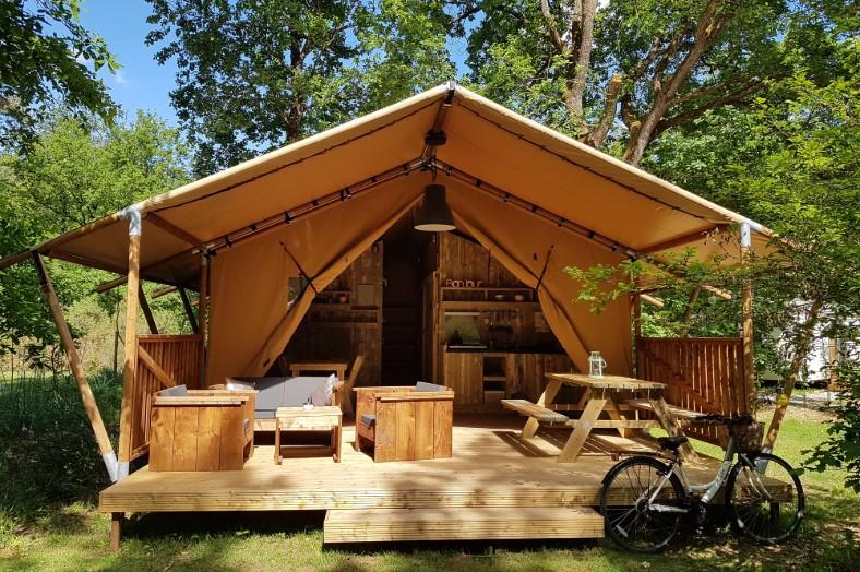 Safaritent Woody met privé sanitair