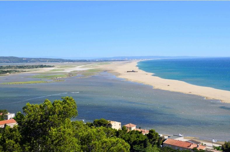 Domaine Presqu'ile de la Franqui strand en etang