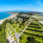 Camping des Chevrets Direct aan zee en direct aan het strand gezien vanuit de lucht