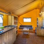 Tenuta Regina Lodge tent keuken en woonkamer