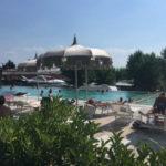 La Rocca- Ligbedden bij het zwembad