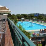 Cala Gogo- Zwembad gezien vanaf terras restaurant