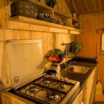 Keuken van safaritent op Coucouzac