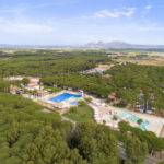 Luchtfoto Cypsela Resort camping in Spanje