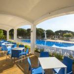 Cypsela Resort: restaurant bij zwembaden