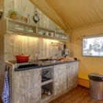 Keuken van Lodge op Vakantiepark De Pier