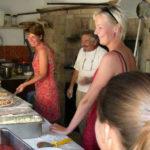 Pizza bakken op camping Pian di Boccio