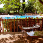 Terras bij zwembaden op Le Plein Air des Chênes