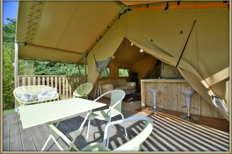 Eco Lodge Bergerac, überdachte Terrasse