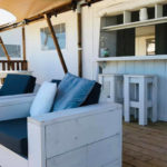Villa Alwin Beach Resort overdekt terras met bar