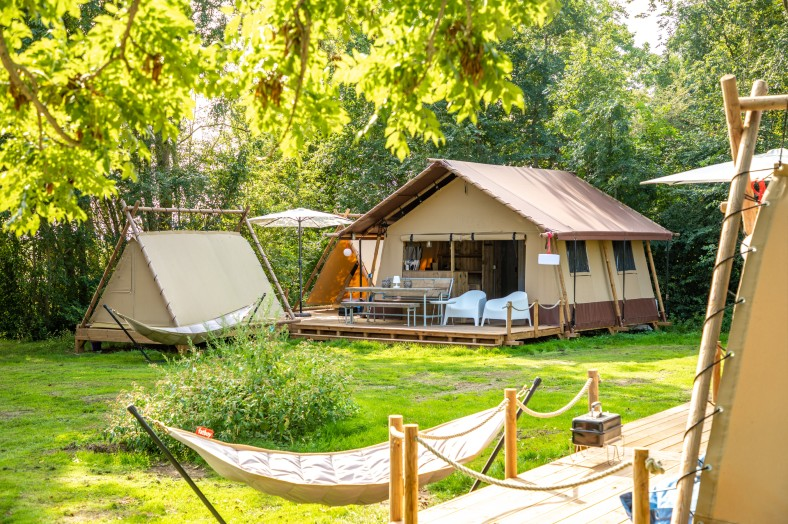Cozy Lodge en 2x Teeny Lodge 6p Watersportcamping Heeg
