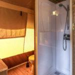 Lodge met eigen sanitair op Watersportcamping Heeg