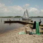 relaxen op strand watersportcamping heeg